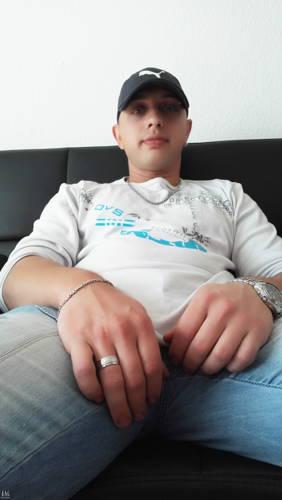 Adrian07 társkereső