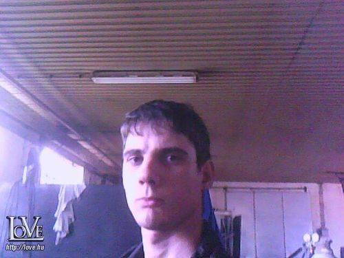 Roberto910403 társkereső
