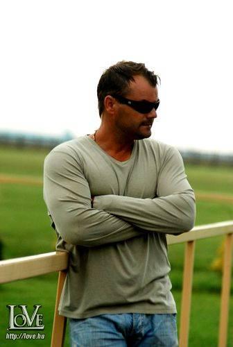 Viktor Bertok társkereső