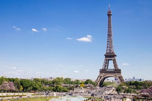 Már 30 ezer halálos áldozata van a koronavírusnak Franciaországban