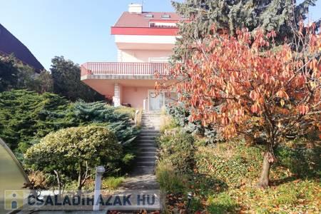 Eladó  családi ház Budapest II. ker, 290.000.000 Ft+ÁFA, 300 négyzetméter