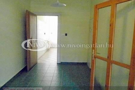 Eladó  iroda/üzlethelyiség Veszprém, 25.900.000 Ft, 76 négyzetméter