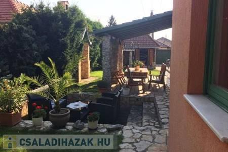 Eladó  családi ház Veszprém, 74.900.000 Ft, 200 négyzetméter