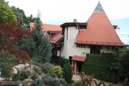 Eladó  ház Budapest XII. ker, 260.000.000 Ft, 242 négyzetméter