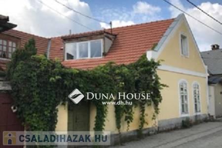 Eladó  családi ház Veszprém, 35.000.000 Ft, 180 négyzetméter