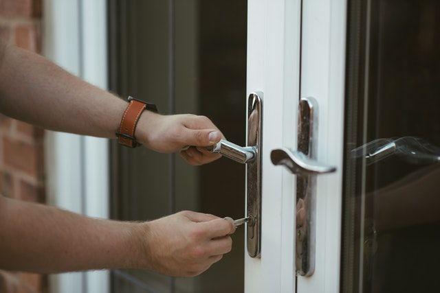 Az utóbbi két hónapban vásárolt lakások felét kiadják